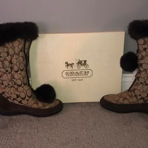AUTHENTIC COACH ‼️ Theona Boots Signature C/Rabbit